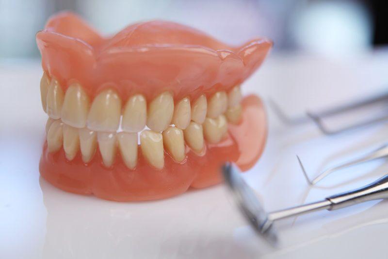 Как самому сделать зубные протезы