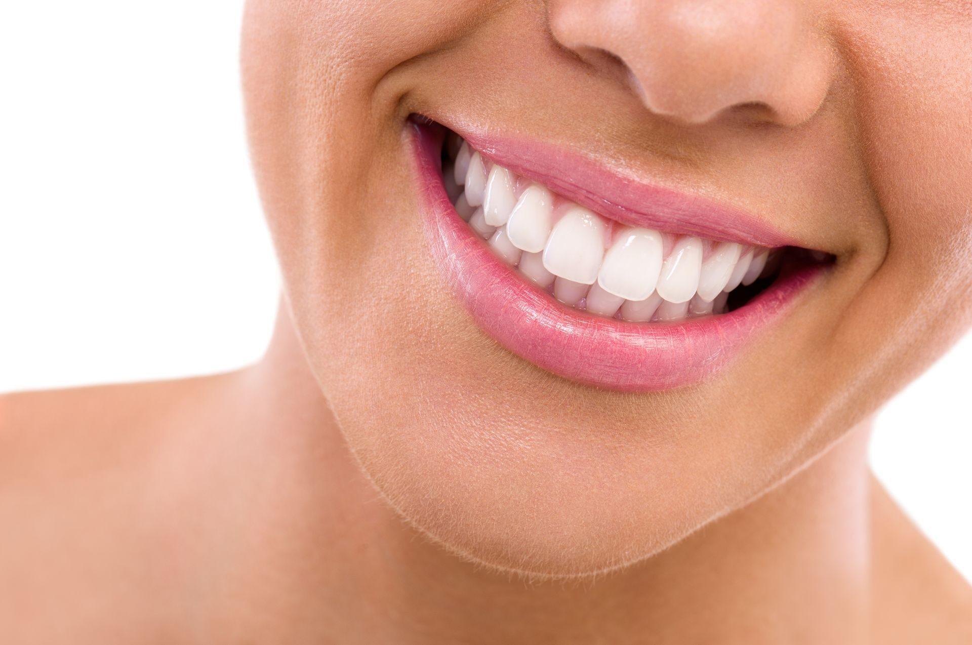 Как сделать щелку между зубами